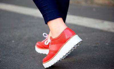 Como usar roupa social fora do ambiente de trabalho tênis vermelho de verniz